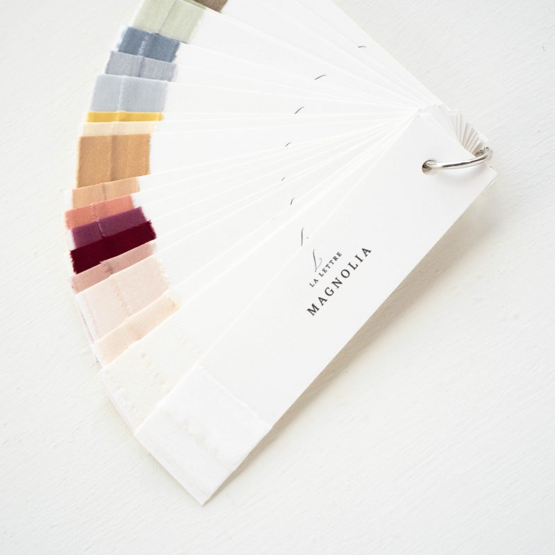 La Lettre kalligrafie Champagne Lint atelier handgemaakte zijden linten hand dyed silk ribbon kleurenwaaier colorswatch